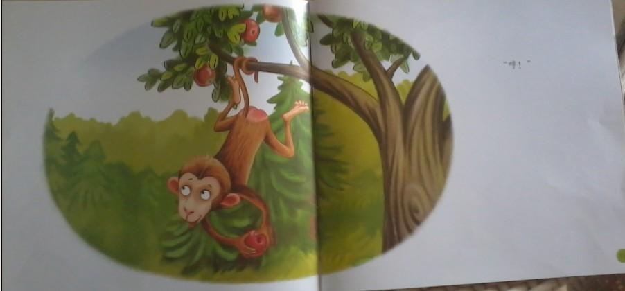 原来调皮的小猴子躲在苹果树上了!